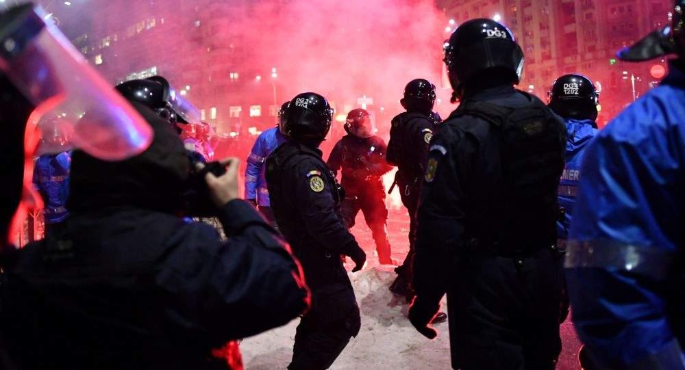 В Бухаресте в ходе акции протеста полиция избила журналиста