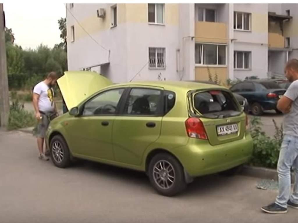 Не понравилось, как припарковалась: Депутат обстрелял автомобиль харьковчанки