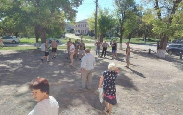 Конфликт на Одесчине: Местные жители обматерили и облили зеленкой председателя общины