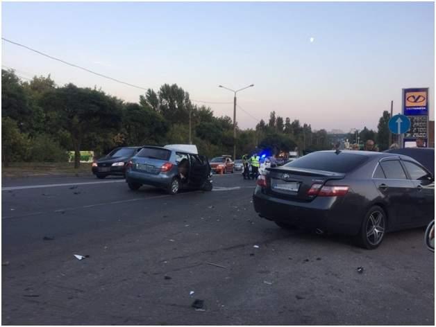 В Харькове столкнулись несколько авто