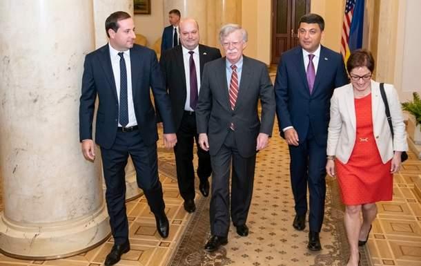 В Киеве состоялась встреча Гройсмана с советником Трампа