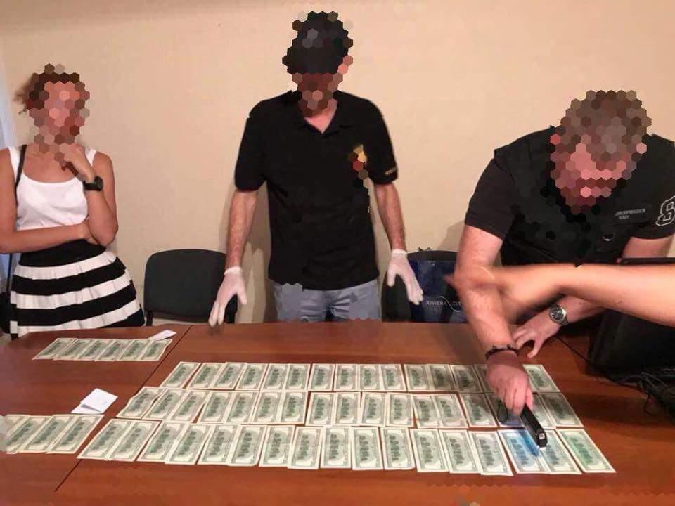 В Одессе разоблачили чиновницу, которая требовала взятки