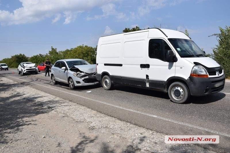На трассе «Одесса-Николаев» произошло ДТП с участием трех авто. Есть пострадавшие