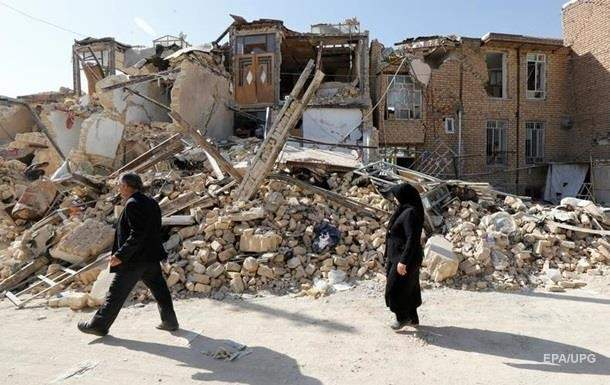 В Иране в результате мощного землетрясения погибли люди. Сотни пострадавших