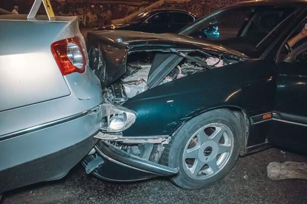 В Киеве столкнулись 7 авто. Есть пострадавшие
