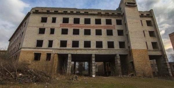 В Ровно школьник травмировался, упав с недостроенного здания