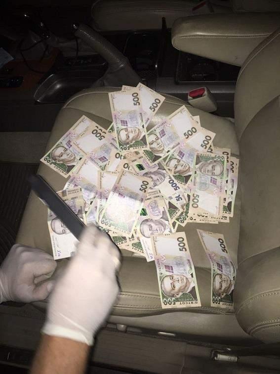 В Днепре полицейский угрожал бизнесмену и вымогал у него деньги
