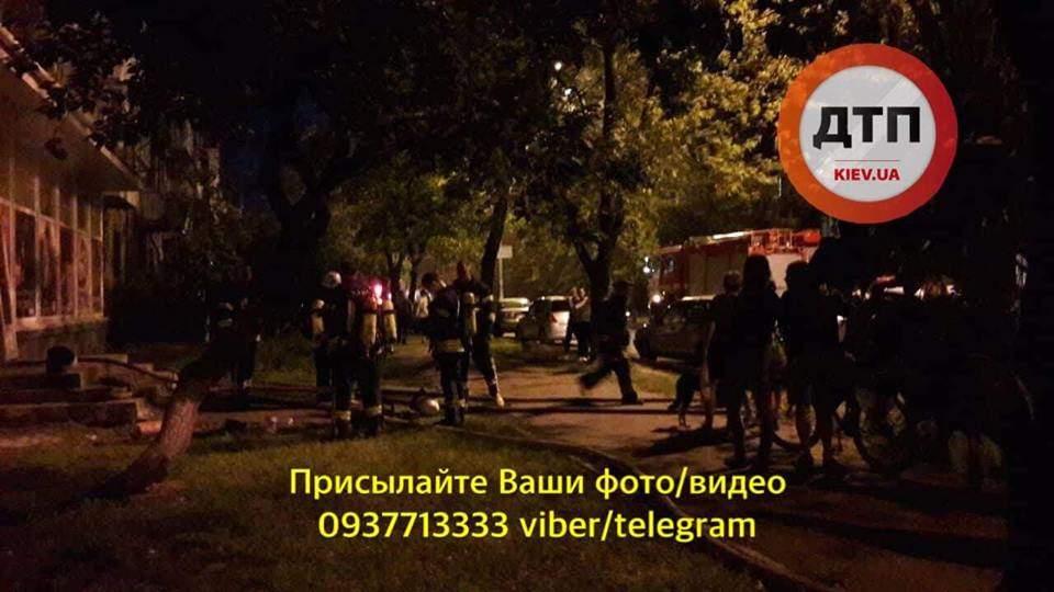 В Киеве неизвестные попытались сжечь книжный магазин с продавцом внутри