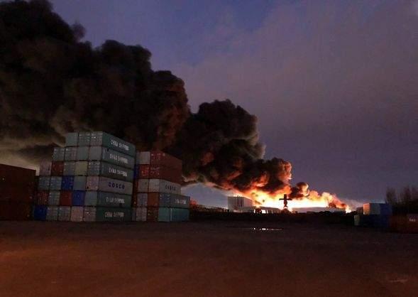 В Австралии из-за пожара на химическом заводе закрыли школы