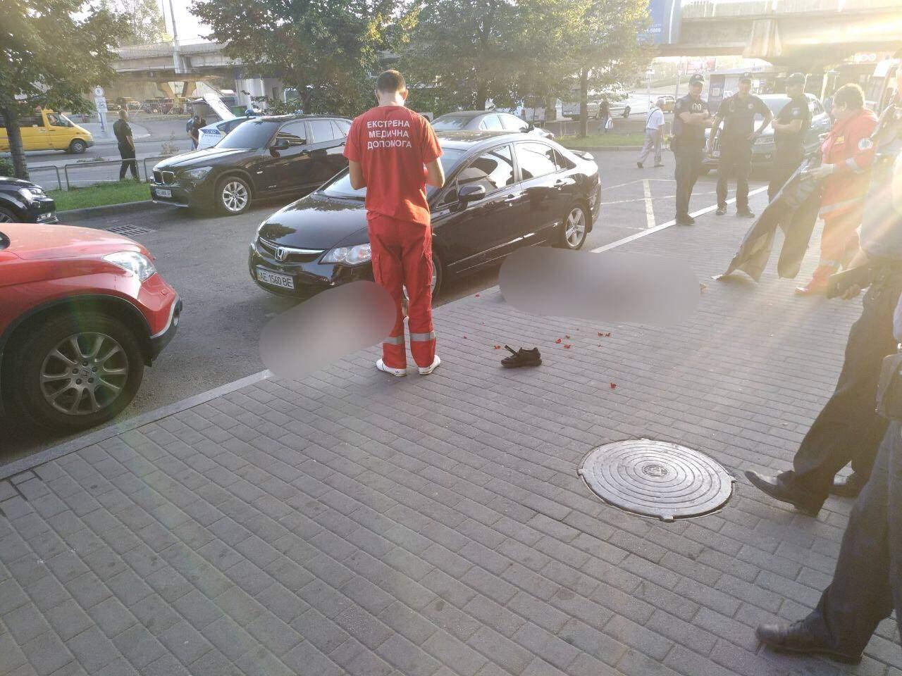 В Днепре из окна многоэтажки выпрыгнули два человека