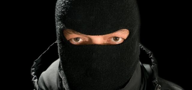 В Запорожье посреди улицы неизвестный избил местного жителя