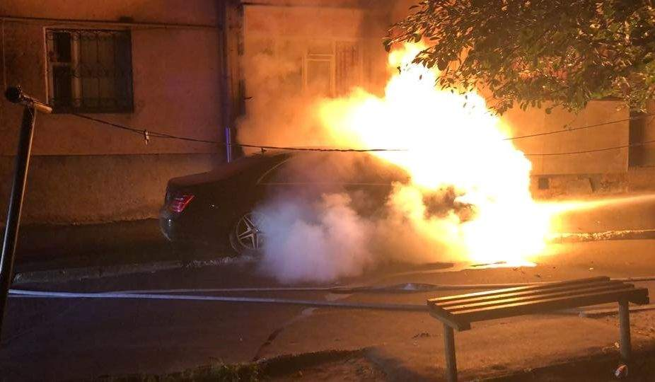 В Ровно пылал Mercedes, принадлежащий депутату горсовета