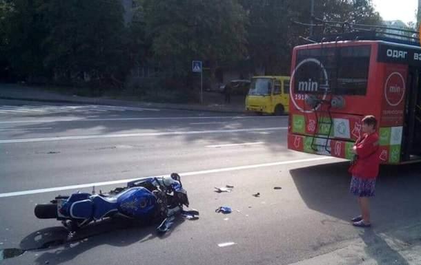 В столице произошла жуткая авария с участием троллейбуса. Есть пострадавшие