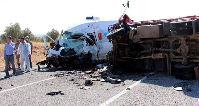 В результате кровавой аварии в Турции погибли 7 человек, ещё 19 пострадали