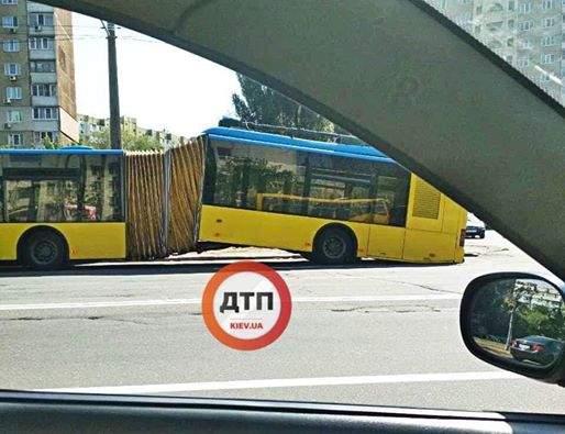 В столице во время движения развалился троллейбус