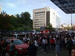 В пылающем бизнес-центре в столице были задержки с эвакуацией людей