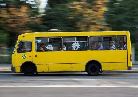 В Запорожье маршрутка едва не развалилась на ходу