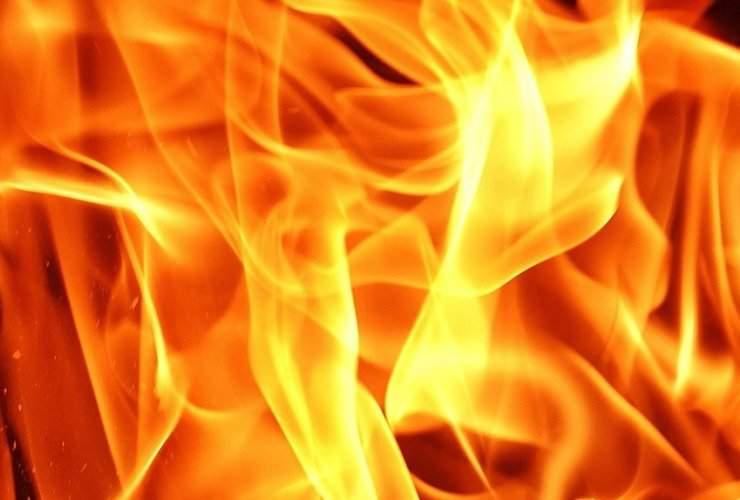 Масштабный пожар в Днепре: Вспыхнула автобаза