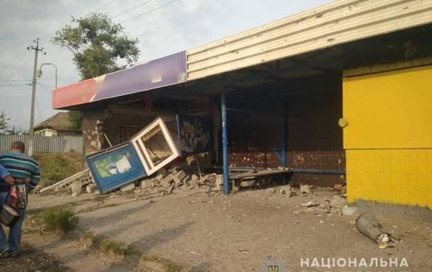 На Харьковщине автомобиль влетел в остановку. Погиб 1 человек, двое пострадавших
