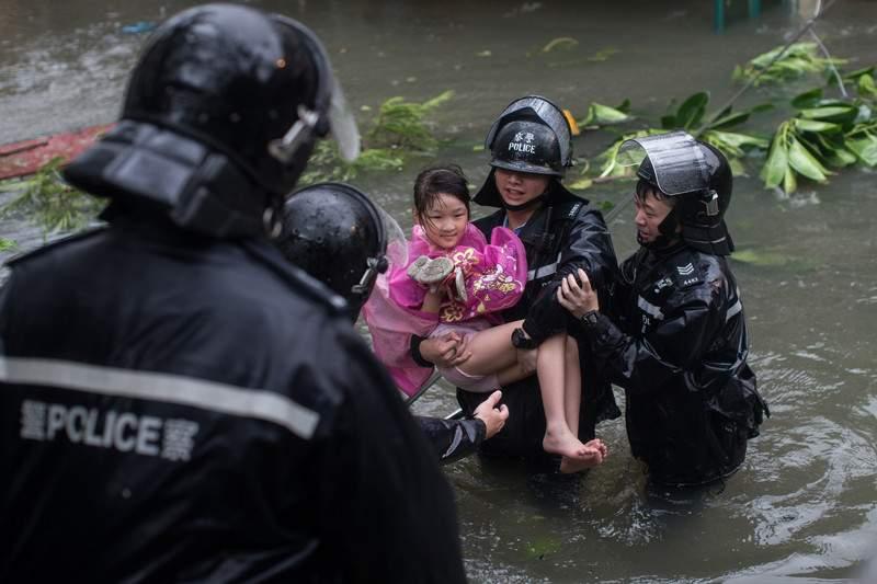 В результате мощного тайфуна Мангхут погибли 69 человек