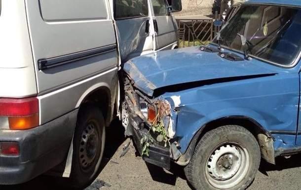 Масштабное ДТП в Черновцах: Автомобилист разбил 10 авто