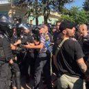 Под ВР протестующие кинули в полицейских взрывчатое вещество. Есть пострадавшие
