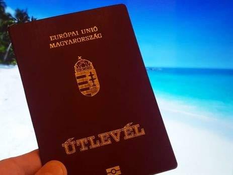 Украинцев, получивших венгерское гражданство, вносят в Миротворец