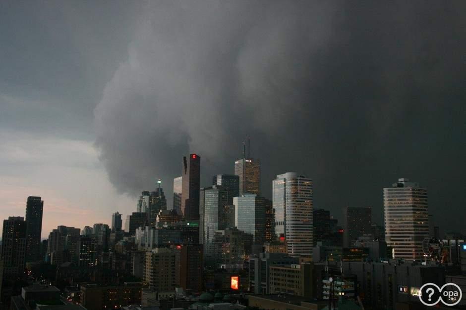 По столице Канады прошелся разрушительный торнадо