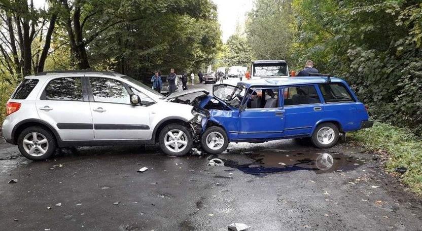 На Закарпатье нетрезвый экс-начальник милиции врезался в несколько авто