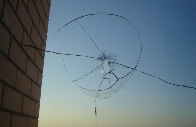 В столице неизвестные открыли огонь по окнам квартиры пресс-секретаря Омеляна