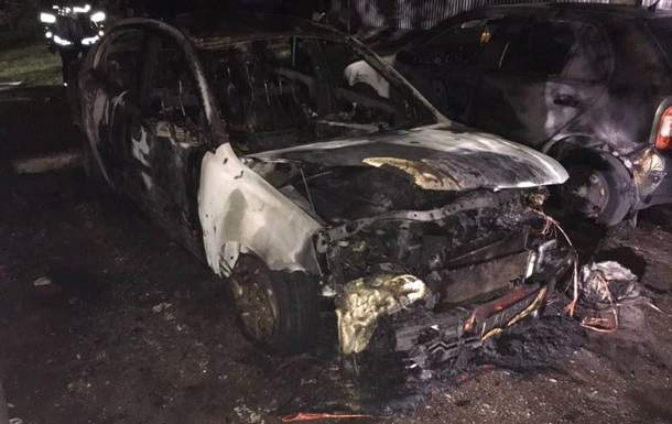 В Запорожье вспыхнули несколько авто