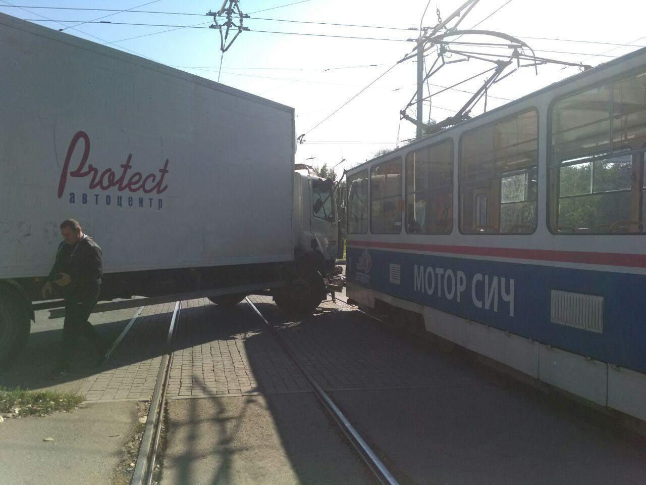 В Запорожье произошла авария с участием трамвая