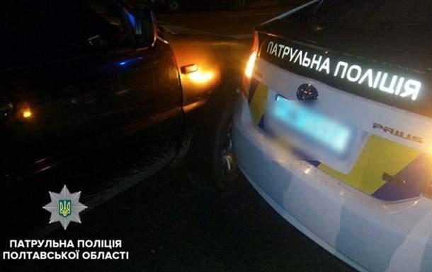 Захотел драйва: В Полтаве школьник за рулём авто влетел в полицейских