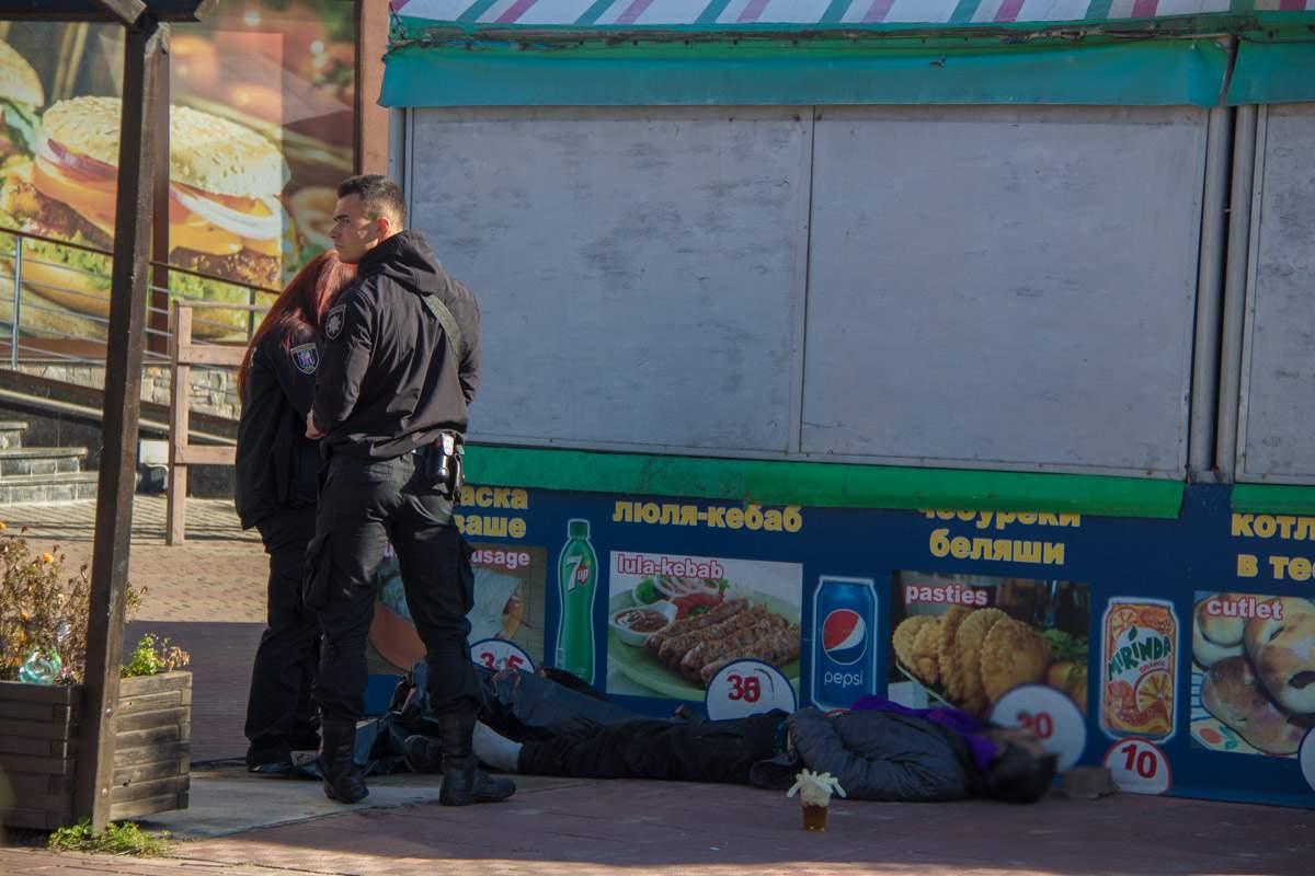 В Киеве возле бара обнаружили труп (фото)