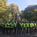 В Киеве националисты забросали памятник Ватутину яйцами (фото)