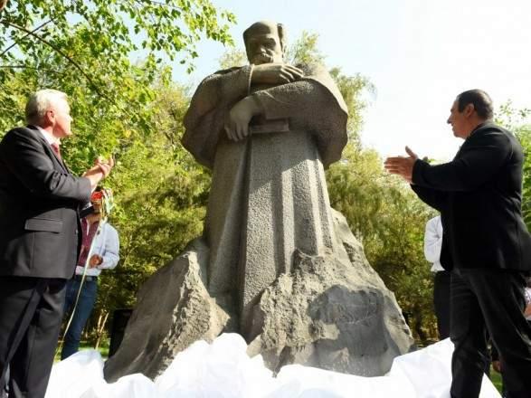 В Ереване состоялось открытие первого памятника Тараса Шевченко (фото)