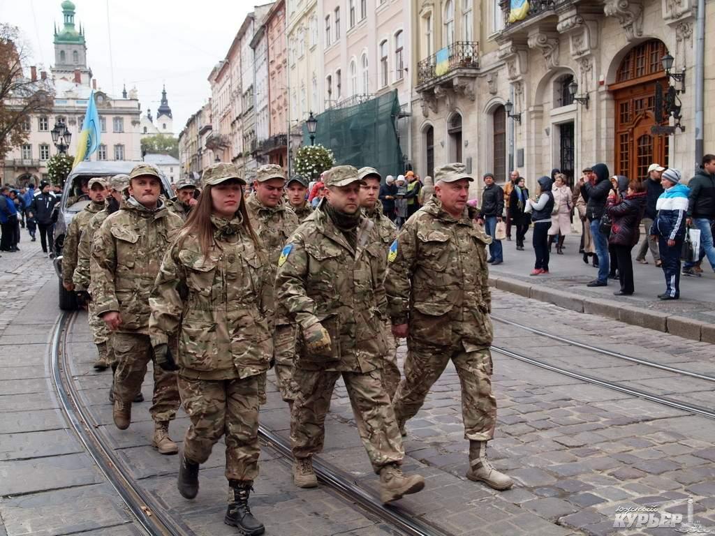 Во время празднования Дня защитника во Львове промаршировали 1,2 тыс. воинов (видео)