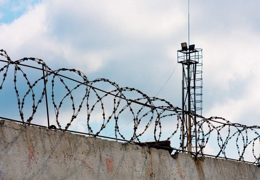 В Горловке под обстрел попала исправительная колония: пострадал один заключенный