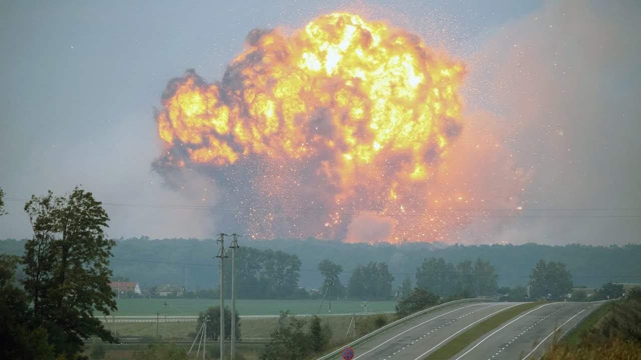 В Ични наблюдаются одиночные взрывы