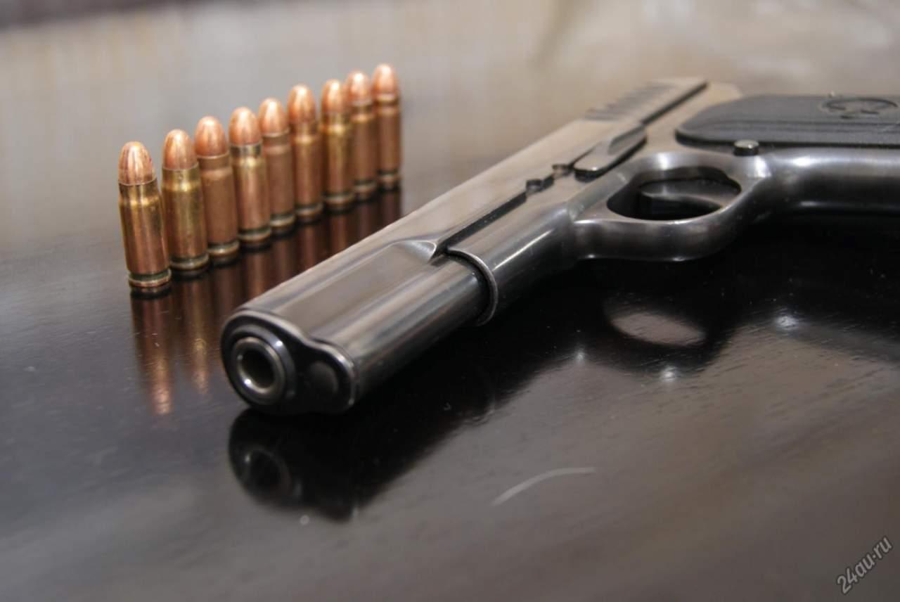 Во время чистки огнестрельного оружия получил ранение депутат Киевского горсовета