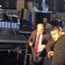 Двух депутатов под зданием Кабмина в Киеве облили фекалиями (видео)