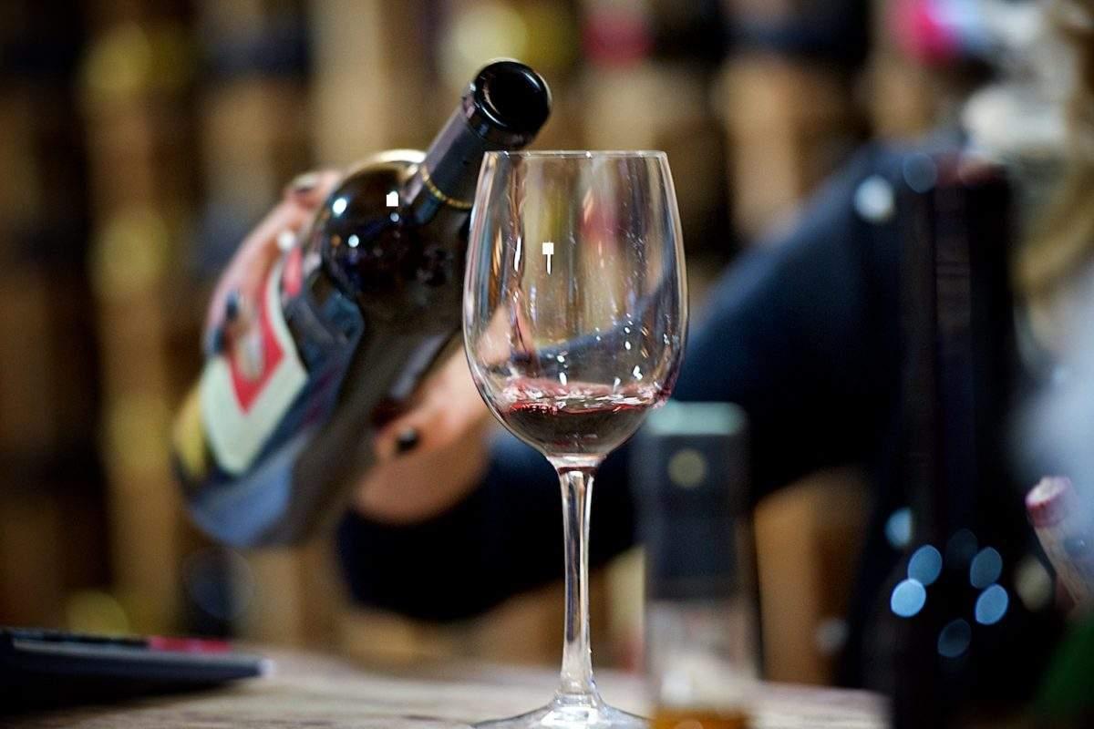 Бутылку французского вина 1945 года продали в США за 558 тыс. долларов
