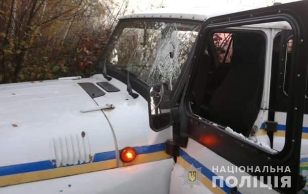В Ровенской области сотни неизвестных в балаклавах атаковали правоохранителей