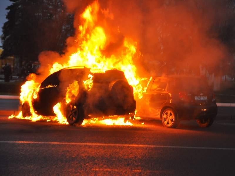Пожар в столице: Злоумышленники сожгли авто переселенца
