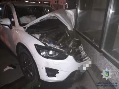 В Харькове автомобилист влетел в магазин