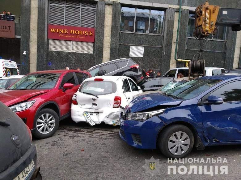 Новые подробности масштабной аварии в Киеве: виновником ДТП стал автокран (фото)