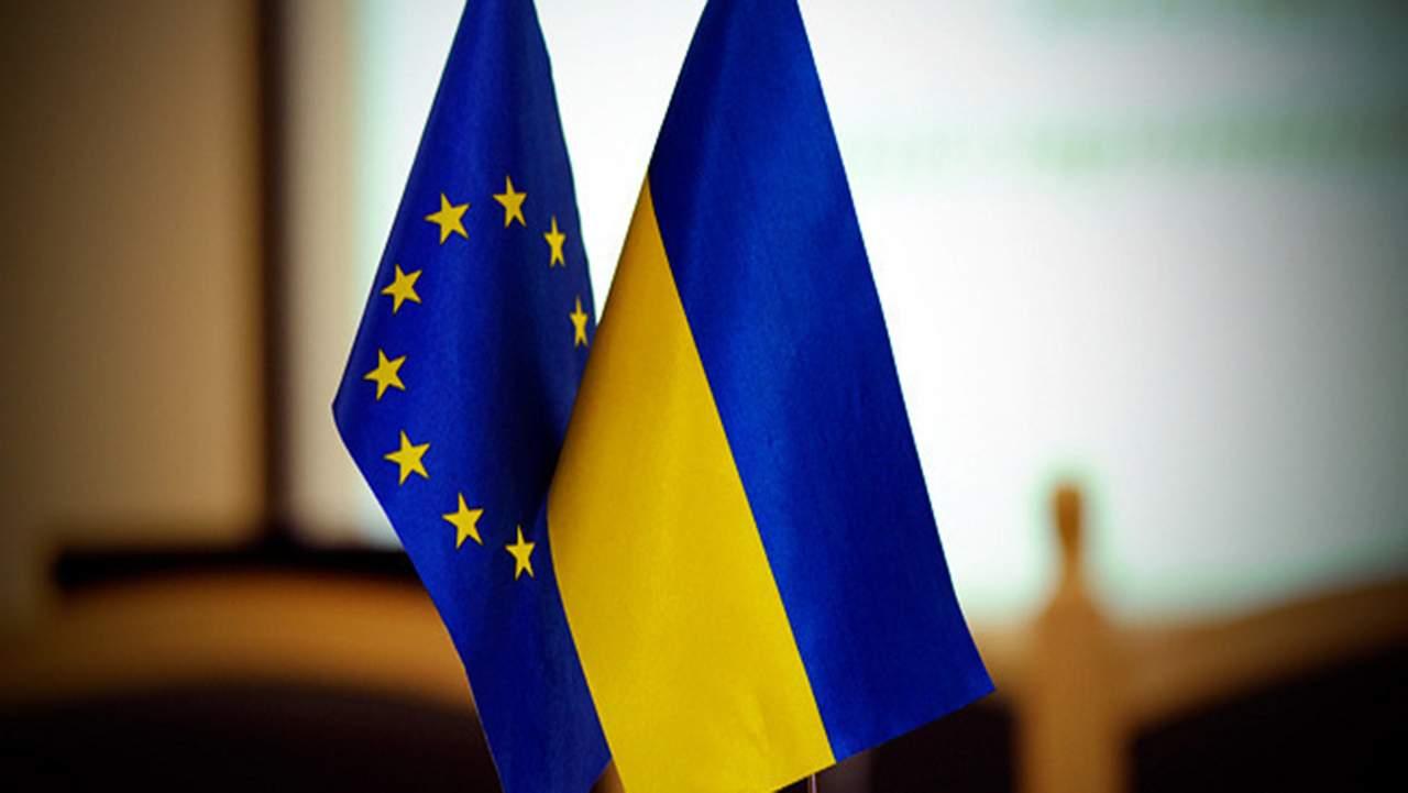 Опрос: Для ускорения реформ в Украине, почти треть украинцев считает, что ЕС должны усилить давление на власть Украины
