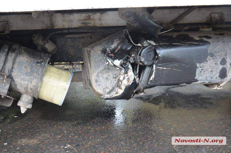 В Николаеве автомобиль ВАЗ столкнулся с грузовиком