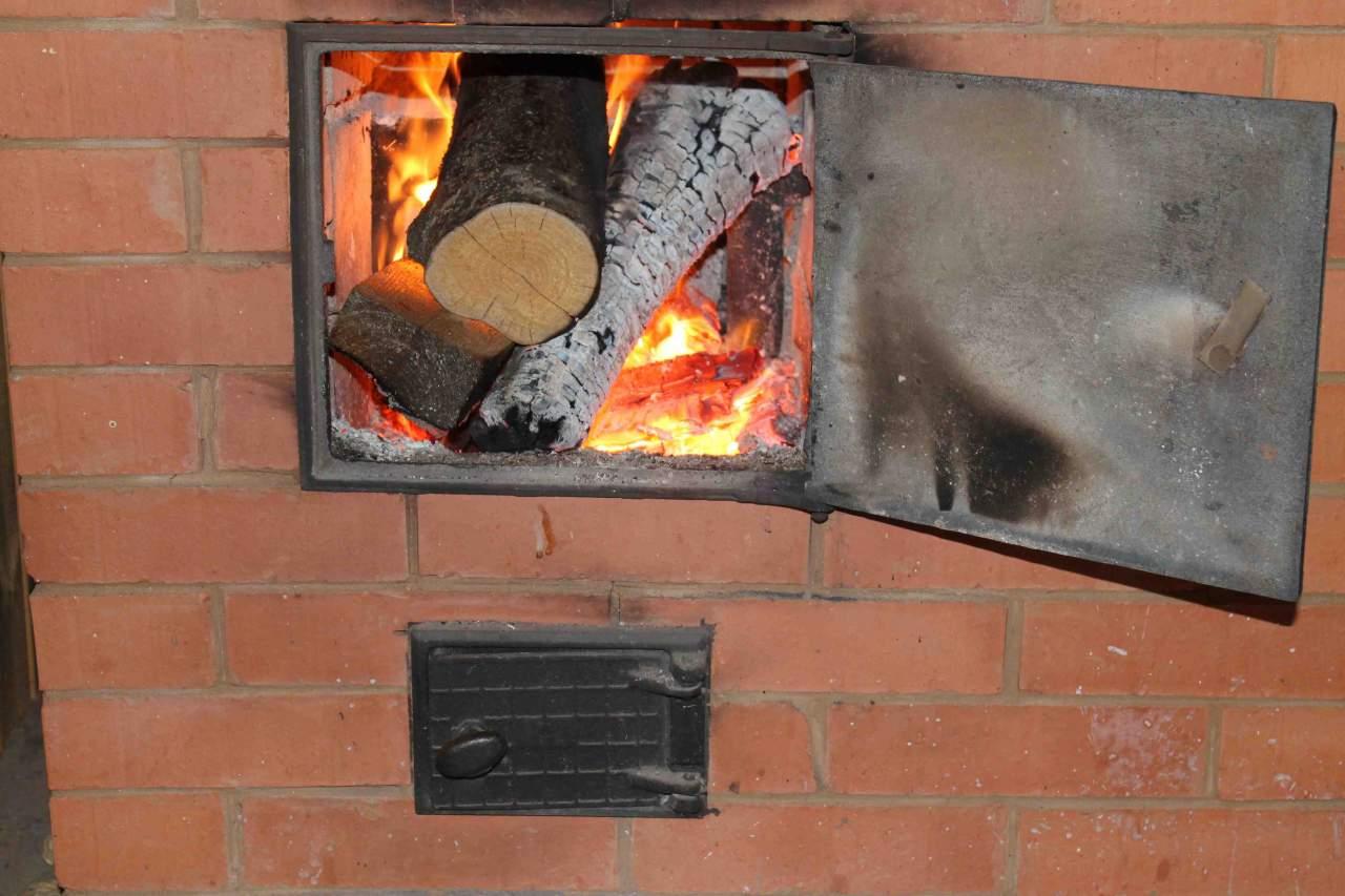 СМИ: В Украине более тысячи учебных заведений отапливаются печками