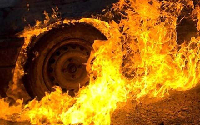 В Запорожье пылали несколько авто